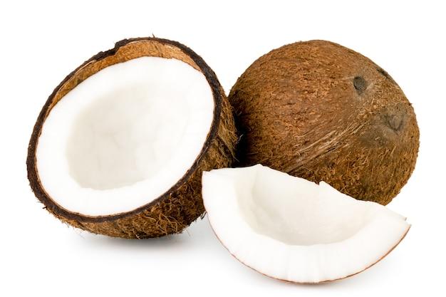 Kokosnoot, half en stuk geïsoleerd