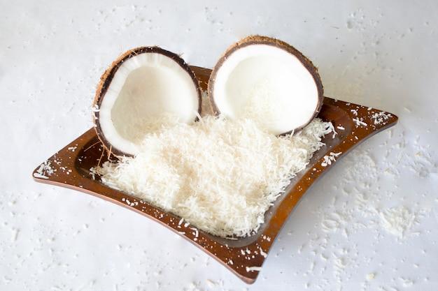 Kokosnoot is een gezonde vrucht en het water is verfrissend