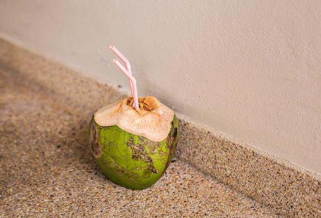 Kokosnoot op de vloer