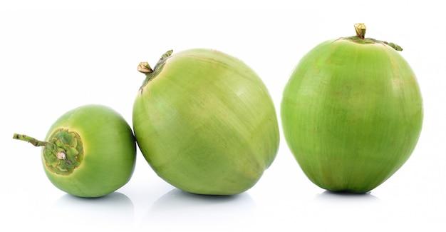 Kokosnoot op witte achtergrond