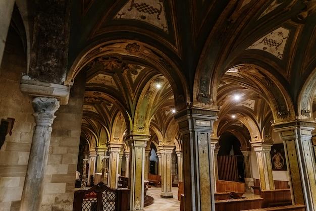 Kolommen van de crypte van de kathedraal