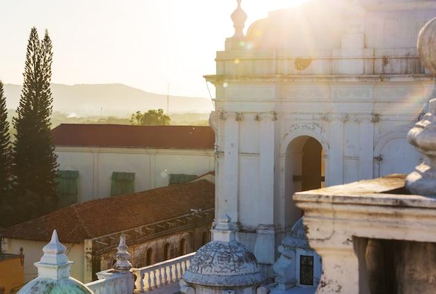Koloniale architectuur in de stad leon, nicaragua