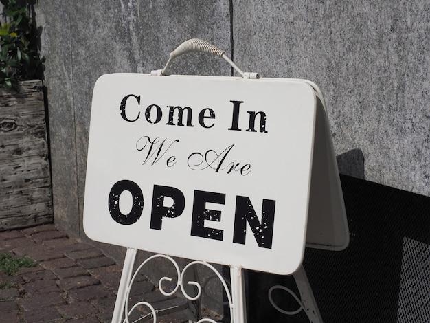 Kom binnen we zijn open teken