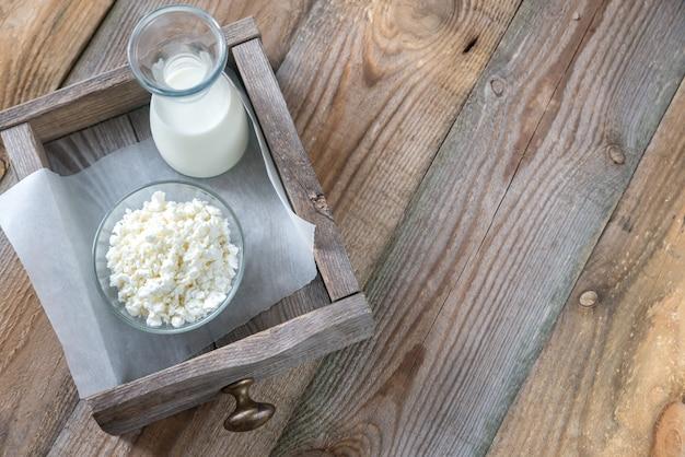Kom kwark met fles melk