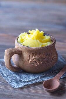 Kom met ghee geklaarde boter