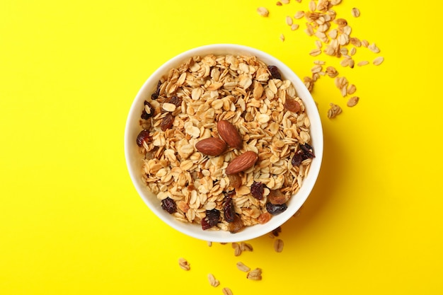 Kom met granola en noten