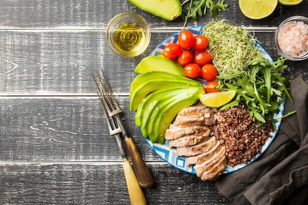 Kom met ingrediënten van uitgebalanceerd gezond voedsel