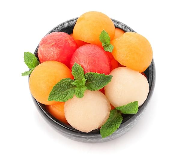 Kom met lekker meloen dessert geïsoleerd