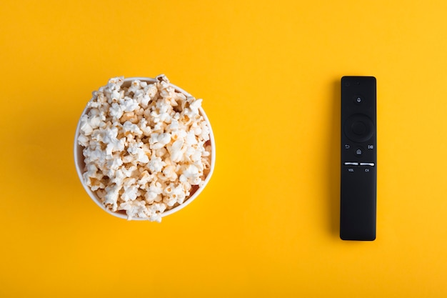 Kom popcorn, afstandsbediening tv