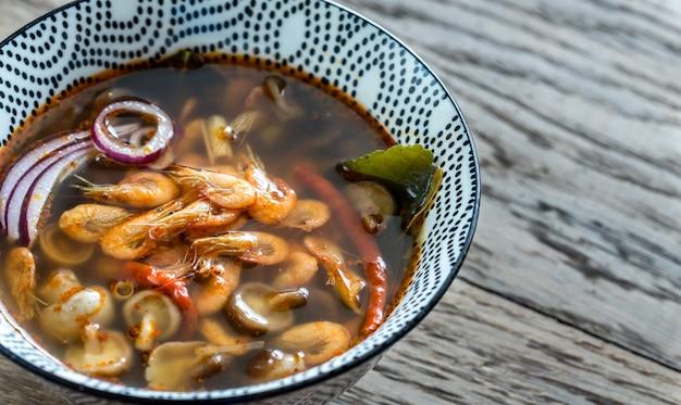 Kom thaise tom yum soep