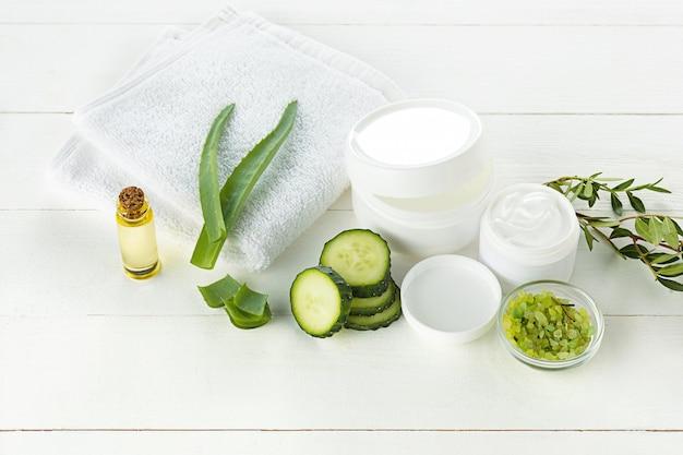 Komkommer en aloë cosmetische crème gezicht, huid en lichaamsverzorging hygiëne vocht lotion