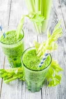 Komkommer- en selderiesmoothie