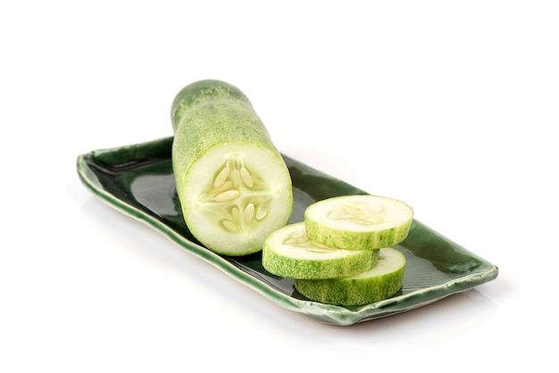 Komkommer geïsoleerd op een witte achtergrond.