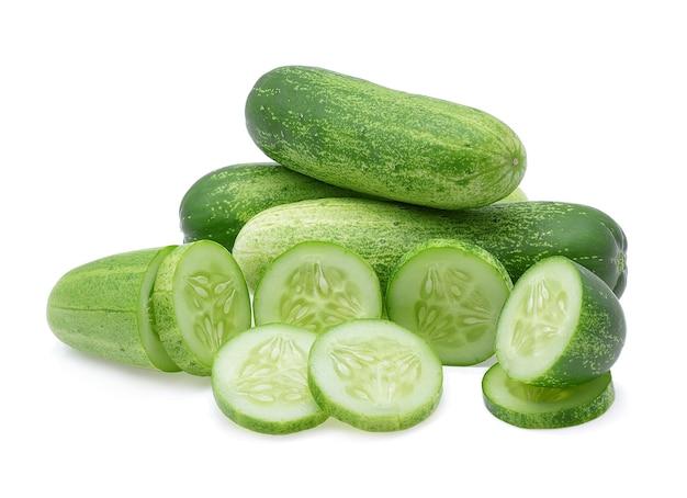 Komkommer geïsoleerd op een witte achtergrond