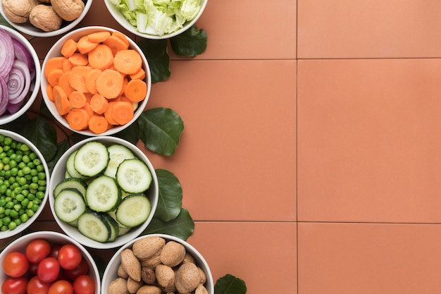 Kommen gesneden groenten kopiëren ruimte
