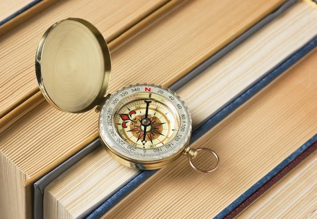 Kompas en de oude boeken