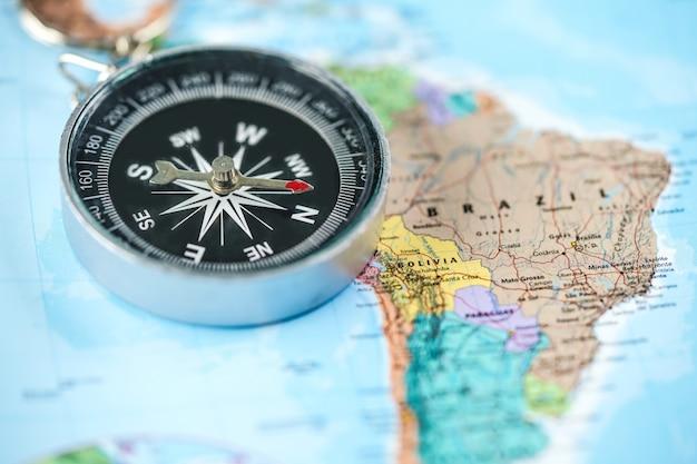 Kompas met wereldkaart
