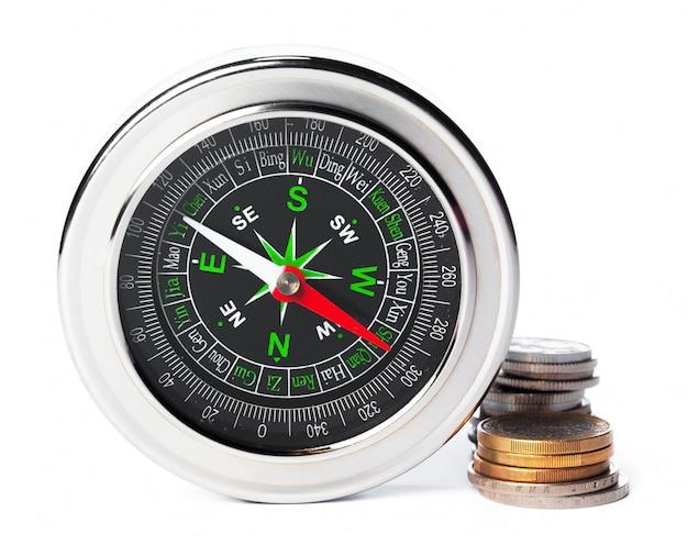 Kompas op wit wordt geïsoleerd dat
