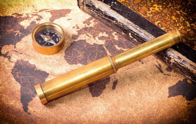 Kompas, telescoop en het boek
