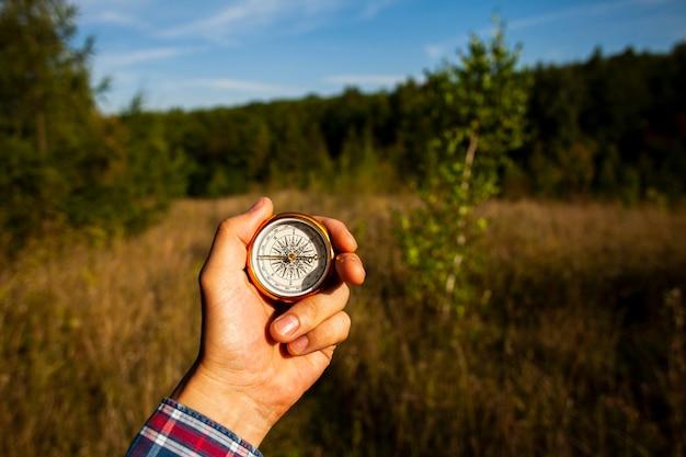 Kompas voor richting in het veld