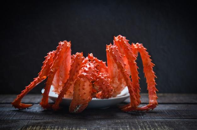 Koningskrab gekookt stoombootvoedsel op plaatzeevruchten
