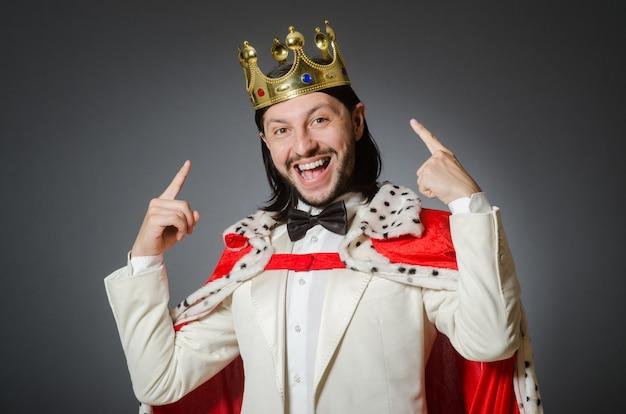 Koningszakenman in koninklijk bedrijfsconcept