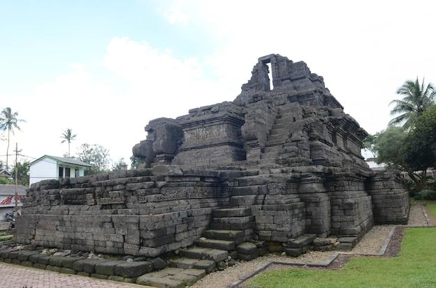 Koninkrijk singasari relikwie tempel in tumpang village, malang, indonesië