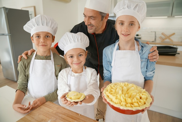 Kook met zijn studenten