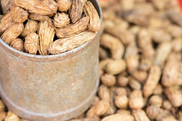 Kook noten in een blikje