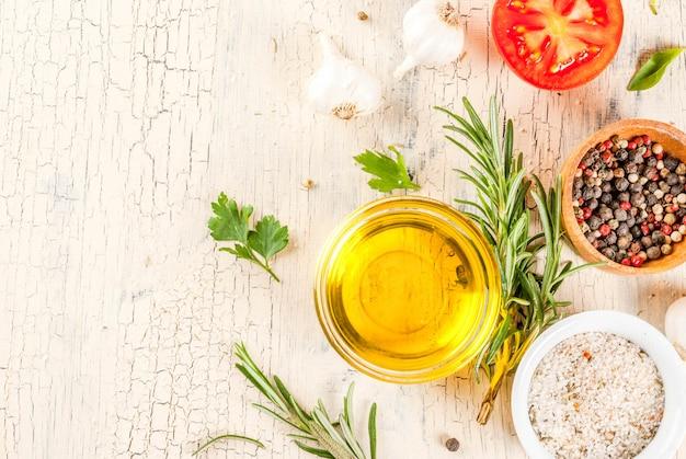 Kookoppervlak, kruiden, zout, specerijen, olijfolie