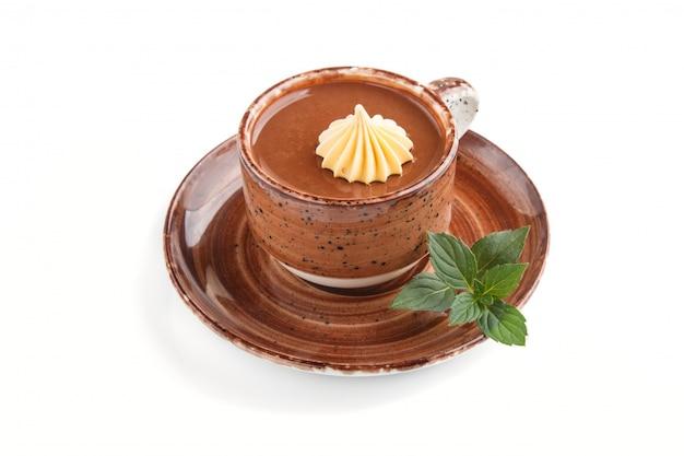 Kop warme chocolademelk geïsoleerd