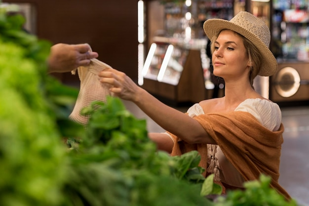 Koper en klant op de markt