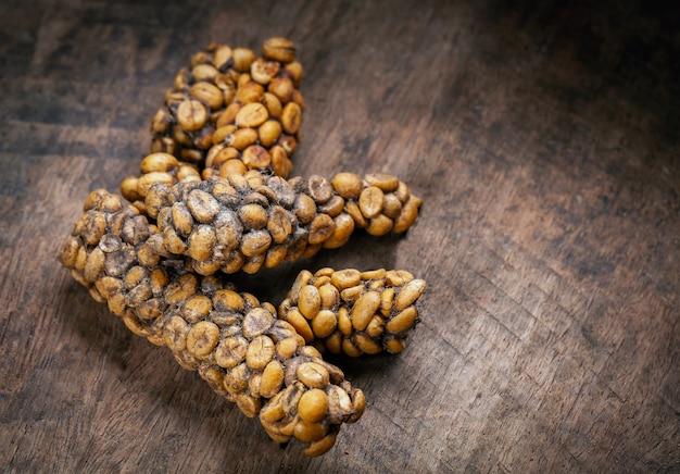 Kopi luwak of civet coffee, koffiebonen uitgescheiden door de civet.