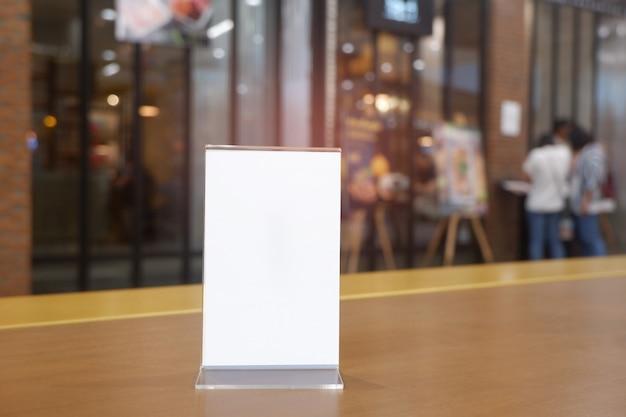 Kopieer de ruimte menuframe op houten tafel