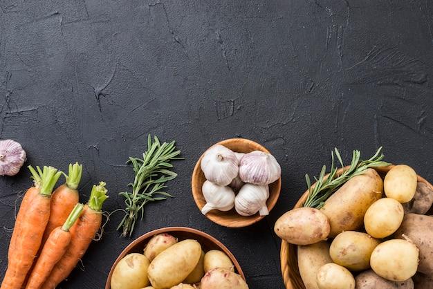 Kopieer ruimte aardappelen en knoflook