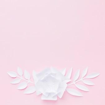Kopieer-ruimte papier bloemen ornamenten op tafel