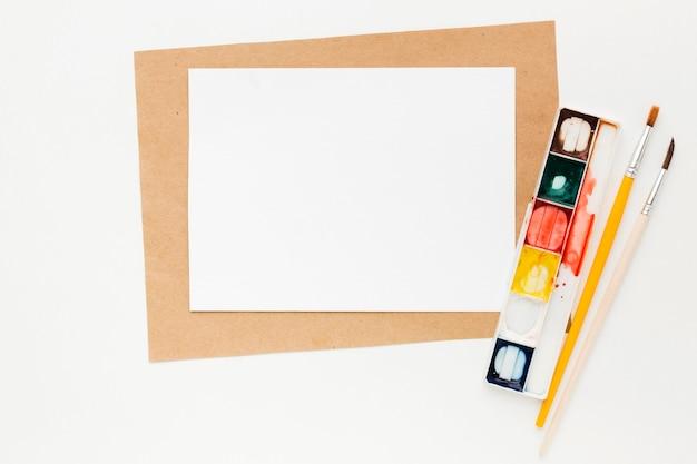Kopieer ruimte papier en aquarelverf