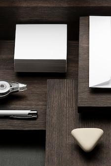 Kopieer ruimte stapel papier en gum