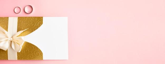 Kopieer ruimte uitnodiging en ringen luxe bruiloft briefpapier