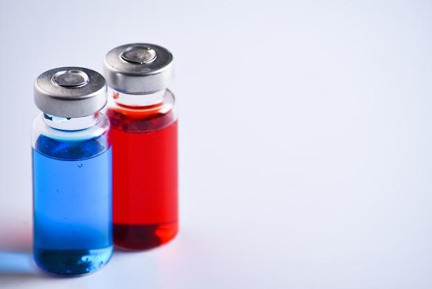 Kopieerruimte flesjes voor vaccin injectie, te vullen in spuiten voor medische behandeling.