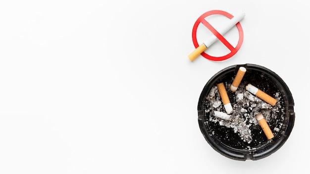 Kopieerruimte stoppen met roken met asbak