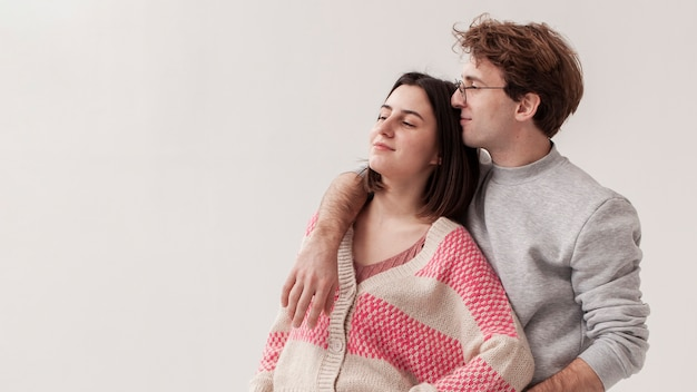 Kopieerruimte tieners knuffelen