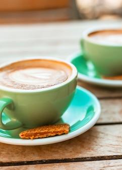 Kopje cappuccino-kop met wafels
