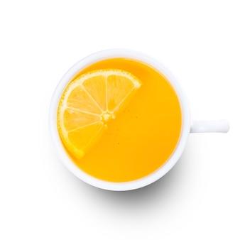 Kopje citroenthee met gember. geïsoleerd op een witte achtergrond. bovenaanzicht