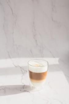 Kopje dalgona-koffie