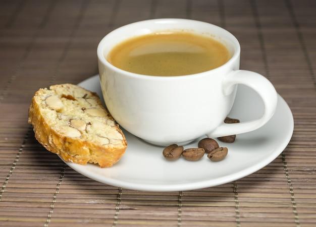 Kopje koffie en biscotti