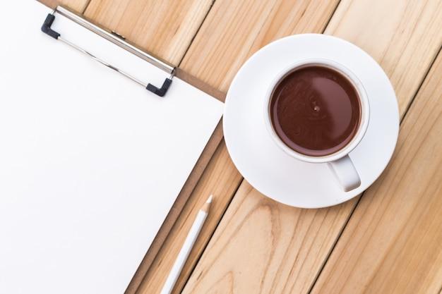 Kopje koffie en checklist