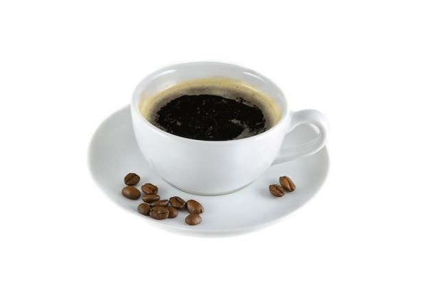 Kopje koffie geïsoleerd op witte achtergrond