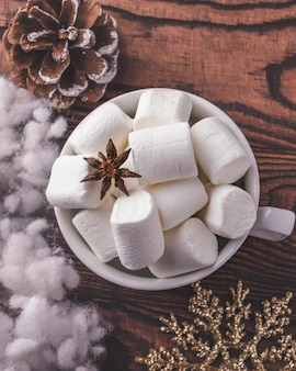 Kopje koffie marshmallows. bovenaanzicht
