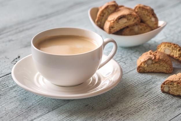 Kopje koffie met cantuccini